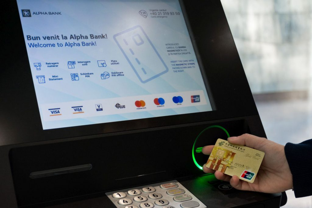 Alpha Bank este prima bancă din România care acceptă cardurile UnionPay la ATM-urile sale